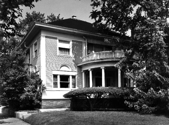 FLW designed Blossom House, Kenwood District, photo by Barbara Crane