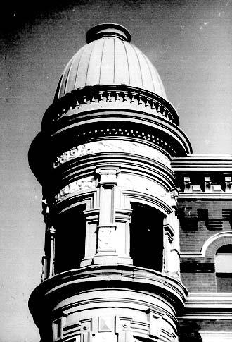 Turret detail, 1024 W. Armitage Ave., photo by Terry Tatum, 2001