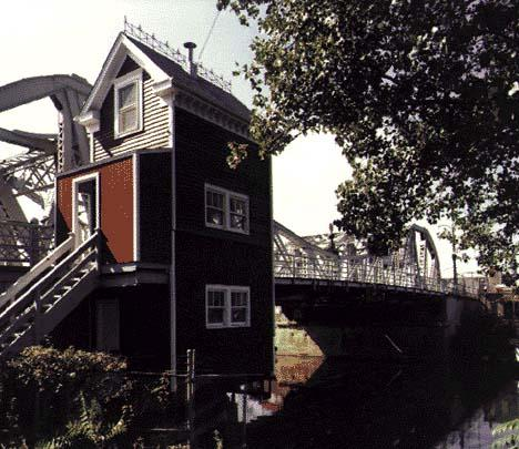 Bridge House, photo by Hedrich-Blessing