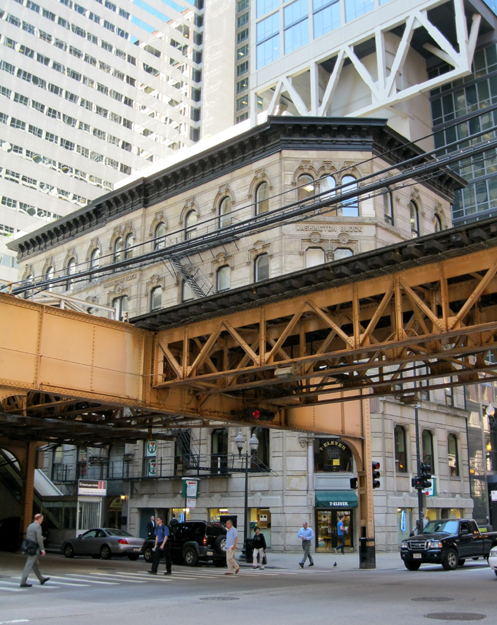Wells St. elevation obstructed by EL tracks