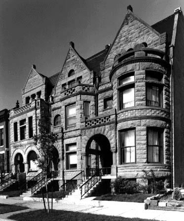 Romanesque-style Rowhouses, 3300-block of Calumet, photo by Bob Thall, 1987
