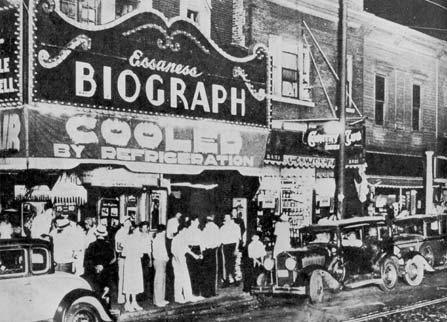 Crowd gathered outside the Biograph Theater after Dillinger's death