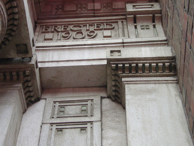 Hoyt Building detail, 465 W. Cermak. Photo by Heidi Sperry, CCL, 2003