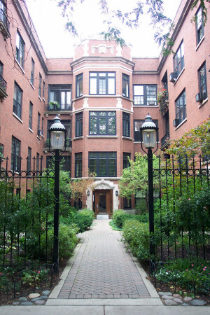 Courtyard apartment building, 2006